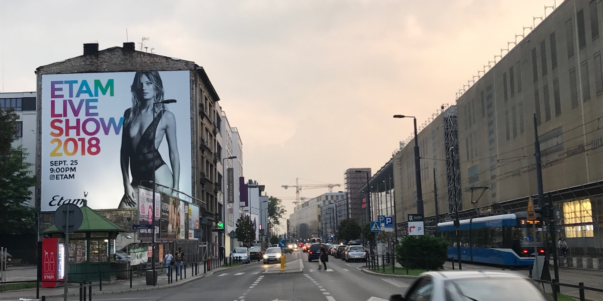 Etam. Reklama zewnętrzna. Banner I CITY