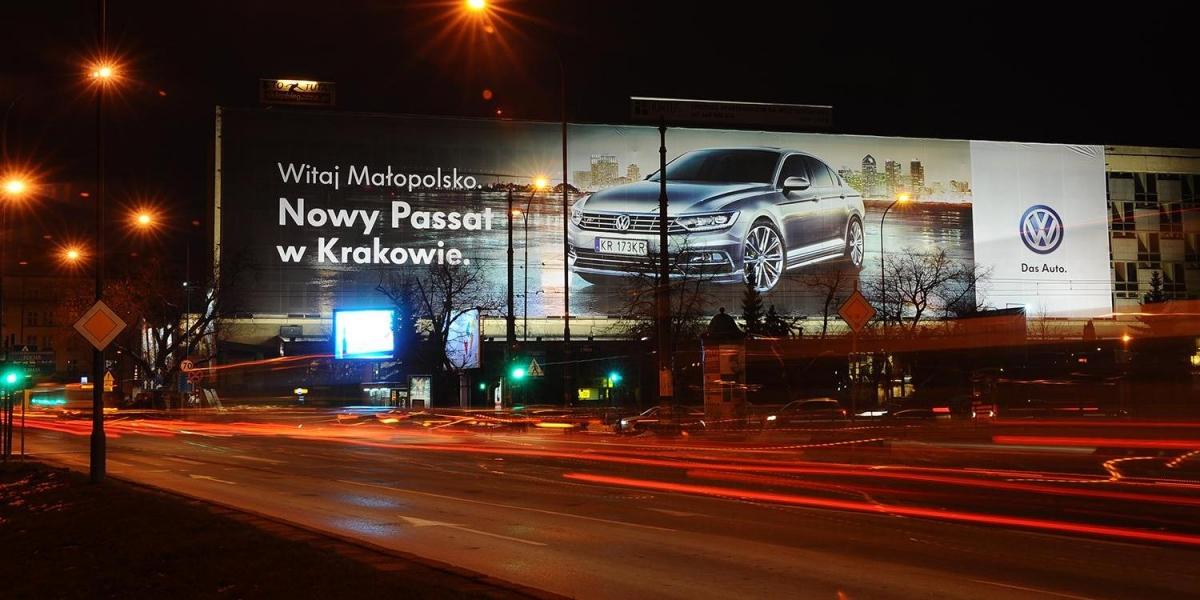 Volkswagen. Powierzhnia reklamowa. Siatka mesh. Technologia druku UV. Expedio.